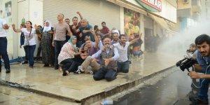 Gözaltına alınan gazeteciler serbest bırakılsın