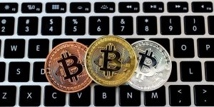 Bitcoin 10 bin Doları zorluyor