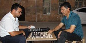 Kızıltepe sokaklarında satranç maçı