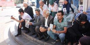 Ailelerin HDP önündeki oturma eylemi 8. gününde