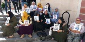 HDP önündeki ailelerin oturma eylemi 9'uncu gününde
