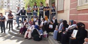 HDP önündeki ailelerin oturma eyleminde 12. gün