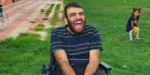 Yardımlarıyla engelli gencin yüzünü güldürdüler