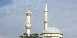 Minaresi yıkılan cami mühürlendi