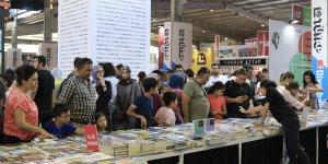 Diyarbakır Kitap Fuarını 1 günde 25 bin kişi ziyaret etti