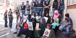 VİDEO-Annelerin HDP önündeki nöbeti 27'nci gününde