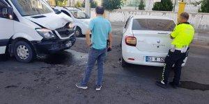 VİDEO- Diyarbakır'da öğrenci servisi kaza yaptı: 9 yaralı