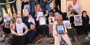 HDP önünde oturma eylemi yapan anneler: Meclisten çözüm bekliyoruz
