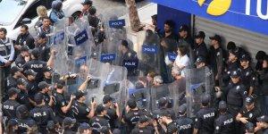 Diyarbakır'ın göbeğinde HDP milletvekilleri açıklama yapamadan alandan ayrıldı