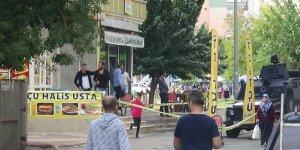 VİDEO - Diyarbakır'da kahvede çay kavgası: 1'i ağır 2 yaralı