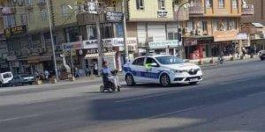 Mardin'de görev yapan trafik polislerinden takdirlik hareket