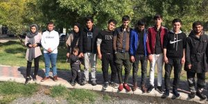VİDEO - Jandarmayı gören sürücü 20 mülteciyi bırakıp kaçtı
