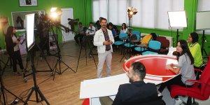 Diyarbakır'daki bu okul geleceğin televizyoncularını yetiştiriyor