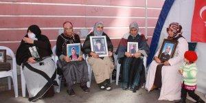 HDP önündeki ailelerin oturma eyleminde 71'inci gün
