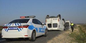 Şanlıurfa'da minibüs kazası: 2 yaralı
