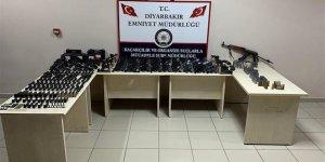 Diyarbakır'da durdurulan araçtan cephane çıktı!