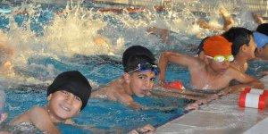 Şırnaklı öğrenciler yüzme öğreniyor