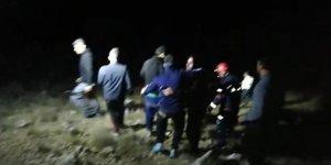 Hasankeyf'te 11 kişi, 5 saat kayalıklarda mahsur kaldı