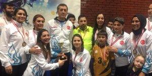 Sur Bayan Futsal takımı bölge birincisi