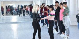 Diyarbakır'da salsa dans atölyesi açıldı