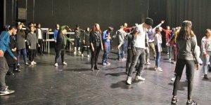 Büyükşehir'den uygulamalı tiyatro eğitimleri