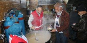 Sur Kızılay Derneği'nden her sabah çorba ikramı