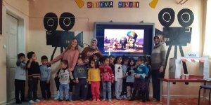 Uludere'de öğrencilere sinema sınıfı
