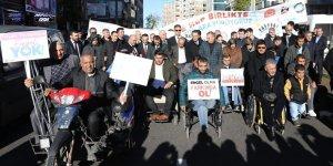 Diyarbakır'da engellilerden davullu zurnalı yürüyüş