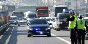 Milletvekillerinin trafikte geçiş üstünlüğüne tepkiler sürüyor