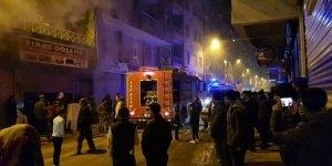 Diyarbakır Bismil'de döşeme atölyesinde yangın