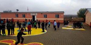 Köy öğretmenlerinden örnek davranış