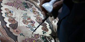 Tuncelili kadınlar bakırı sanat eserine dönüştürüyor
