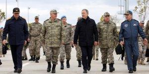 Bakan Akar ve TSK Komuta Kademesi Diyarbakır'da Mehmetçikle bir araya geldi