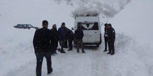 Muş'ta kar ve tipide mahsur kalan 20 kişi kurtarıldı