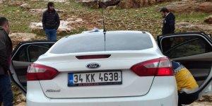Mardin'de araçta sıkışan sürücüye itfaiye yetişti