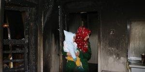 Diyarbakır'da yangından canlarını zor kurtaran aile yardım bekliyor