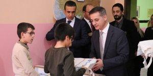Diyarbakır'da görme engelli 50 öğrenciye Braille tablet hediyesi
