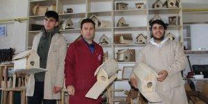 Diyarbakırlı öğrenciler sokak hayvanlarına yuva yaptı