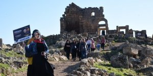 Üniversite öğrencilerinden Zerzevan kalesi gezisi