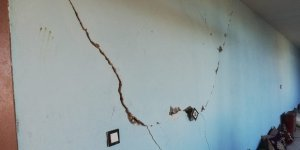 Çınar'da bazı evlerin duvarlarında çatlaklar oluştu