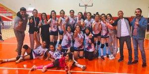 Öğretmenler Ayspor'un 'sultanları' şampiyon oldu