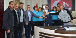 Öğretmenler Ayspor'un 'sultanlarından' Demir'e ziyaret