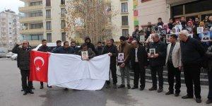 HDP önündeki ailelerden İdlib ve Van şehitleri için eylem