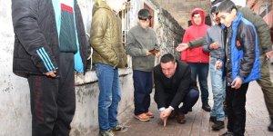 Beyoğlu, Bağlar sokaklarında çocuklarla misket oynadı