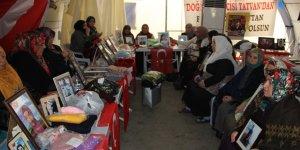 VİDEO - Bakan Soylu, evlat nöbetindeki aileleri ziyaret etti