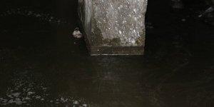 Depremden sonra bodrum katı su aldı, belediye yetkilileri 'kendiniz boşaltın' dedi