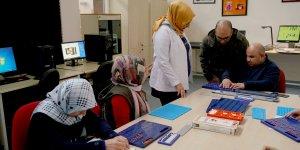Büyükşehir Belediyesi'nden görme engellilere okuma yazma kursu
