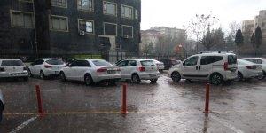 Diyarbakır'da dolu yağışı hayatı olumsuz etkiledi