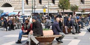 Diyarbakırlı vatandaşlar 'evde kal' çağrısına bir gün dayanabildi!