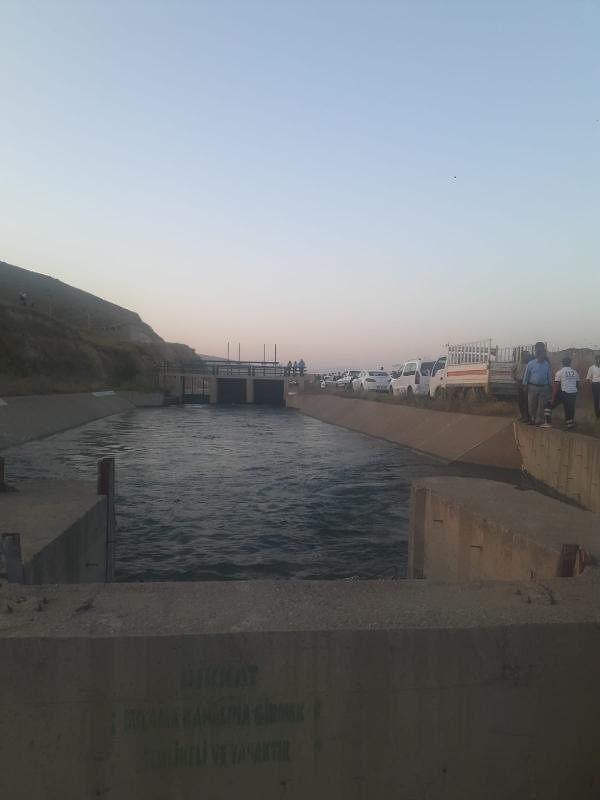 2 Kardeş Sulama Kanalına düştü